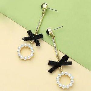 NWT Betsey Johnson rare pearl drop earrings.